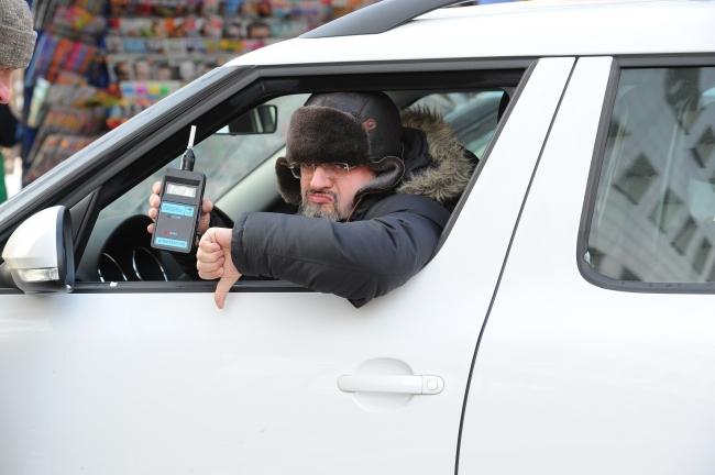 Нетрезвый водитель-рецидивист попытался дать взятку полицейскому вРостовской области