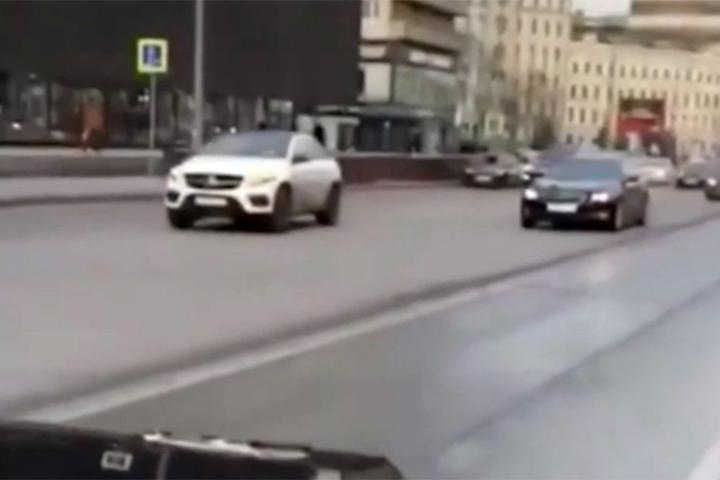 ГИБДД изучает видео заезда наGelandewagen поНовому Арбату