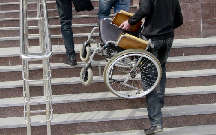 ВНабережных Челнах 12-летний инвалид скончался, запутавшись времнях коляски