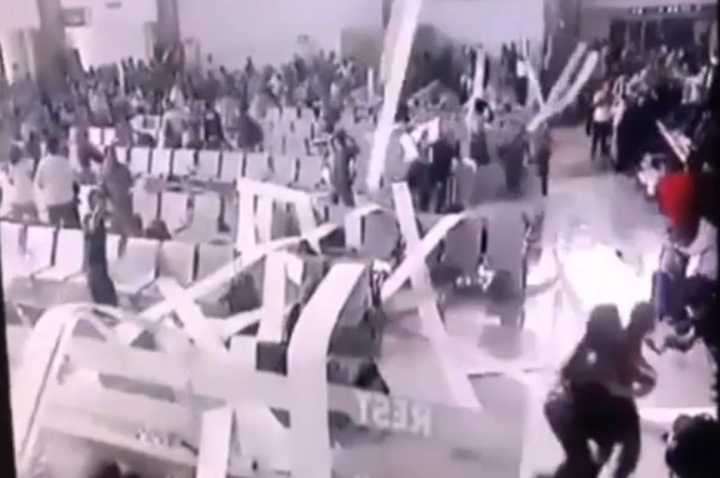 Ваэропорту Индонезии напассажиров упал потолок