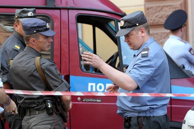 НаНародной улице вПетербурге изокна 2-го этажа выпал мужчина
