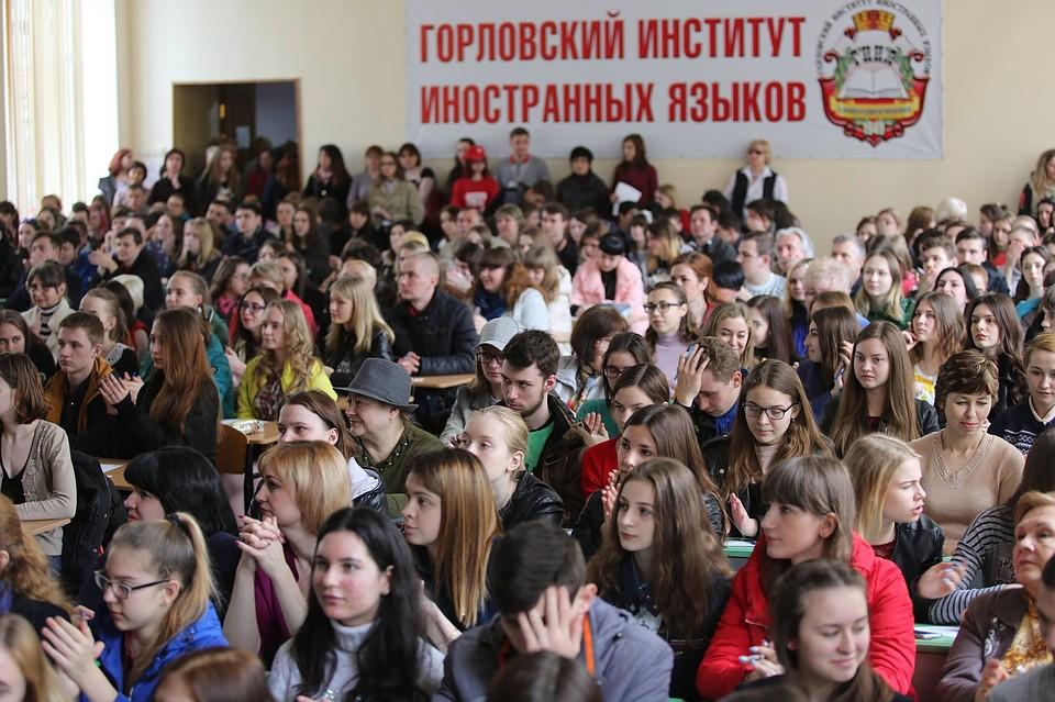 Прилепин иЧичерина прочитали текст «Тотального диктанта» вДНР