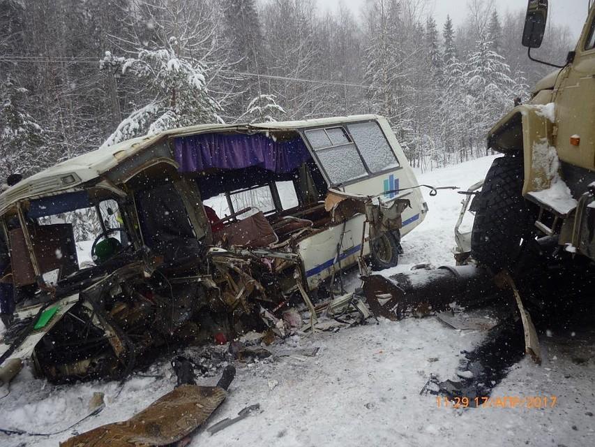 При столкновении автобуса с грузовым автомобилем вКоми умер шофёр