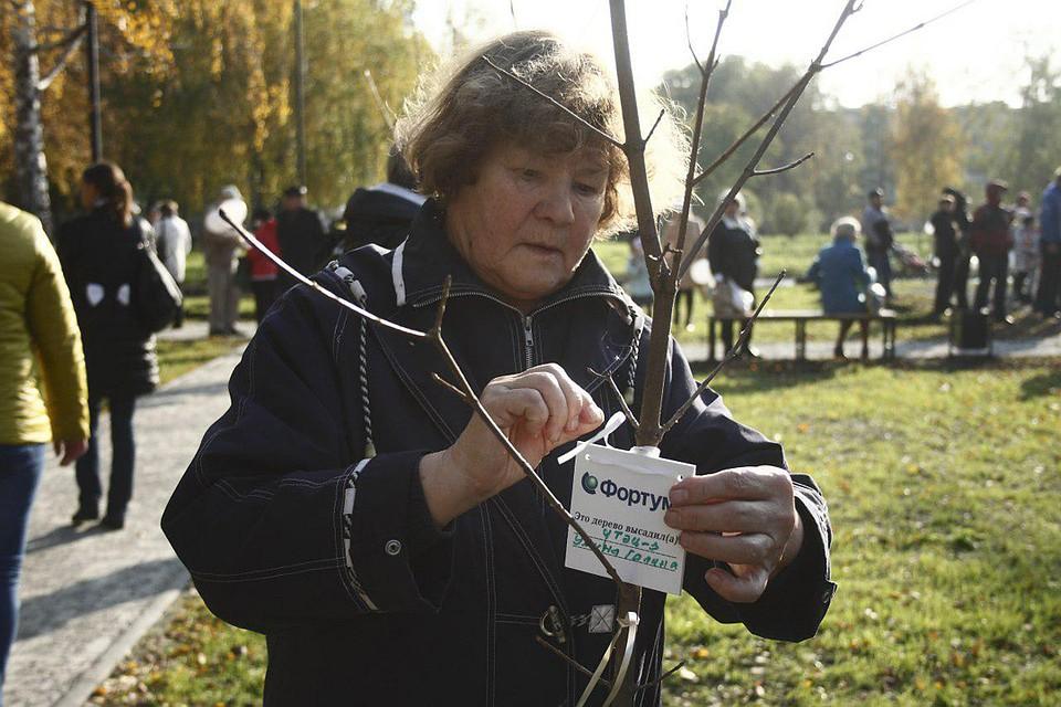 Только в прошлом году «Фортум» вместе с жителями Челябинска высадил более 900 деревьев. Фото: Андрей Семенов.
