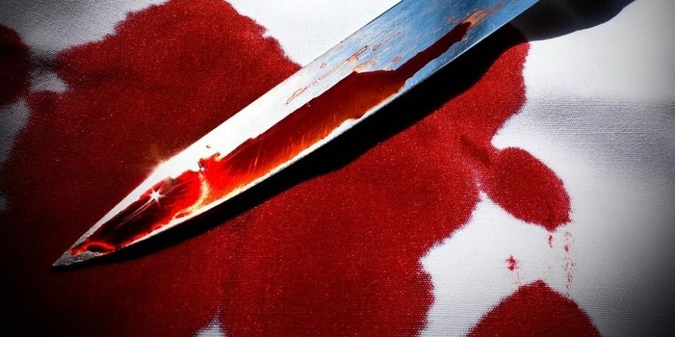 Астраханка резала сожителя изнакомого 2-мя ножами. Один изпострадавших скончался