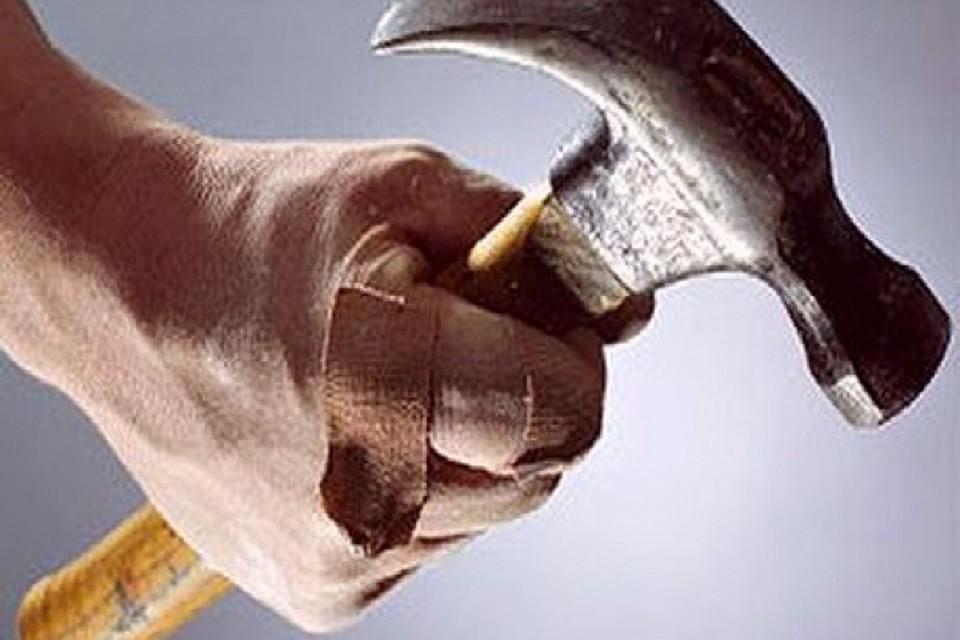 Гражданин Чувашии забил супругу брата молотком из-за шумного телевизора