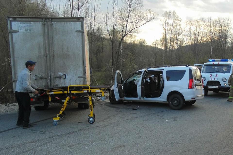ВБашкирии автомобиль столкнулся натрассе сгрузовой Газелью: пострадало 6 человек