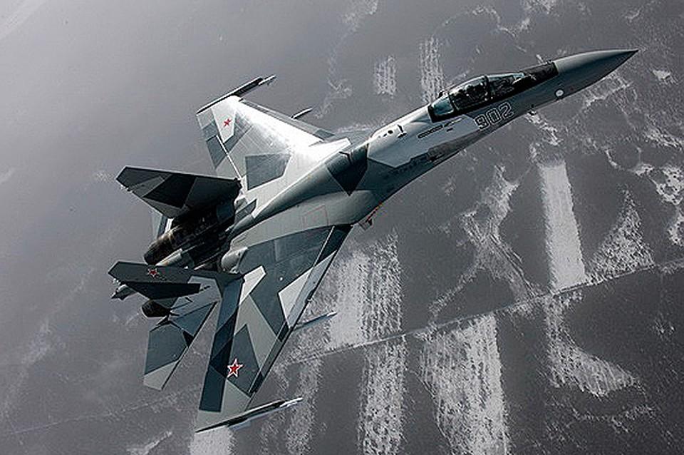 Русские истребители Су-35С провели пилотажные учения вАрктической зоне