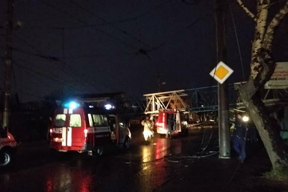 ВКрасноярске башенный кран рухнул на дом