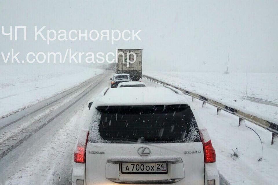Водители массово попадают вДТП назаснеженных трассах края