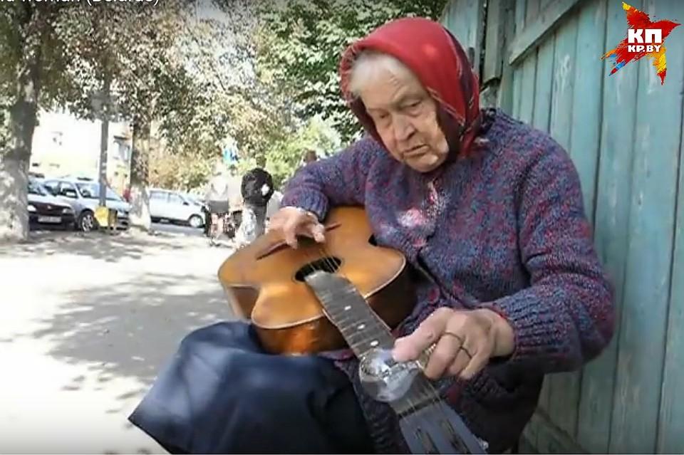 Белорусская бабушка играющая лампочкой нагитаре будет звездой MTV