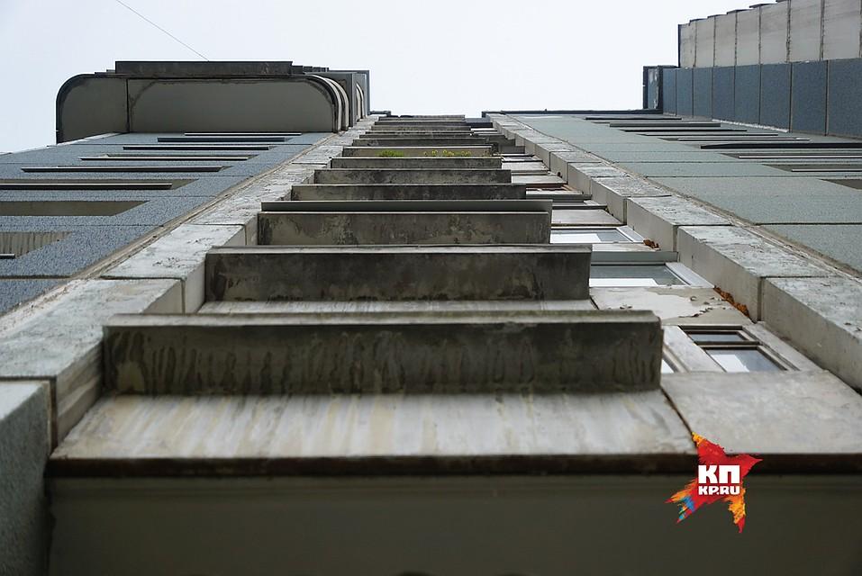 Двухлетний ребенок выжил после падения с10 этажа вЕкатеринбурге