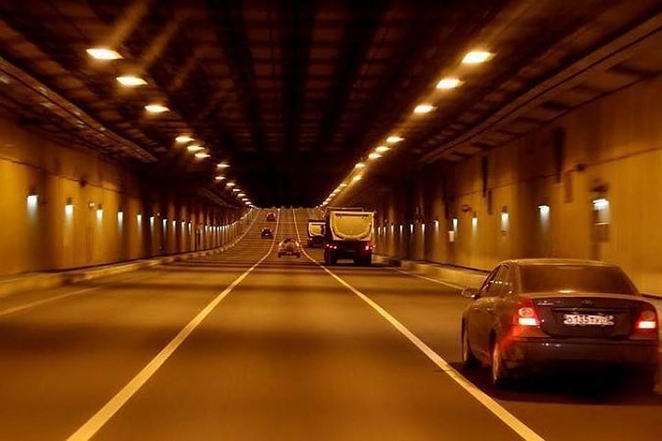 Дорожные работы втоннеле петербургской дамбы продлены до28мая