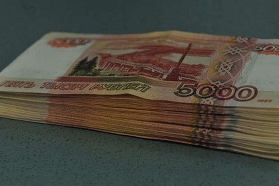 Омич похитил узнакомой деньги иположил под проценты вбанк
