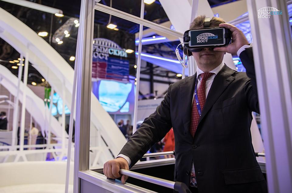 Посетители ПМЭФ могут посмотреть настройку Крымского моста вочках виртуальной реальности