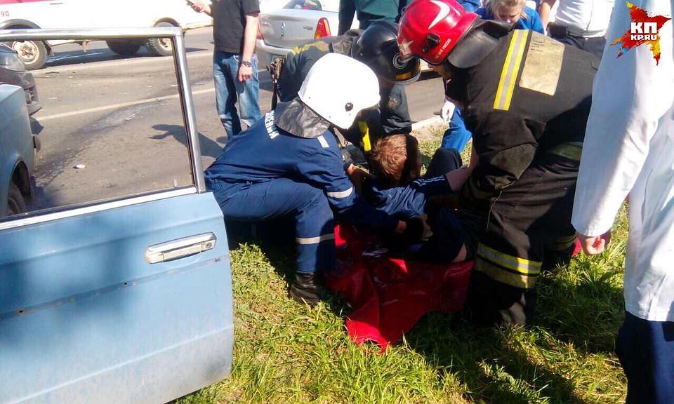 Напроспекте Строителей вСаратове столкнулись 4  автомобиля