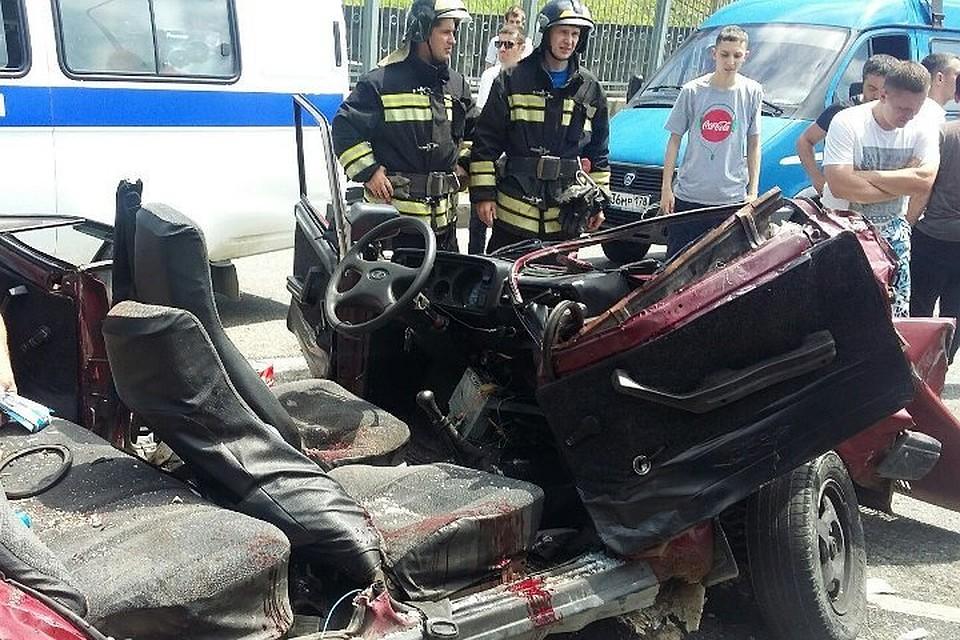 ВСочи cотрудники экстренных служб отрезали крышу машины, чтобы спасти пассажира