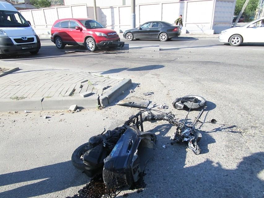 Скутер разорвало начасти, шофёр умер