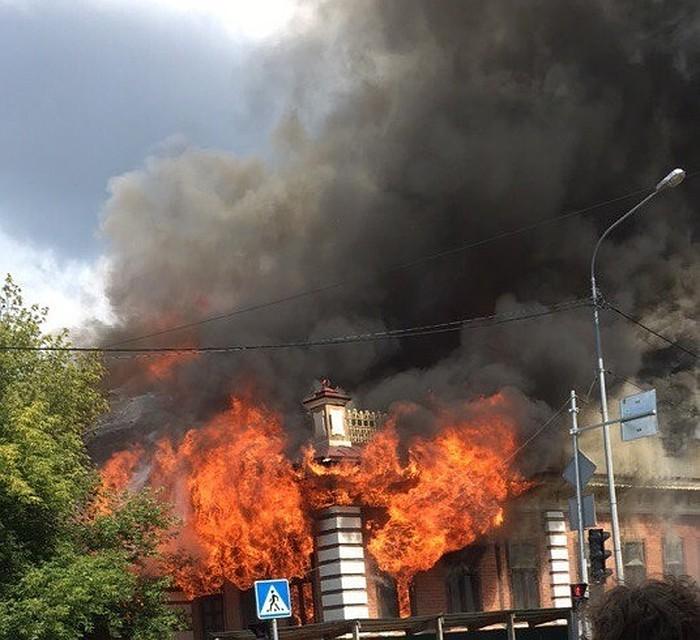 Дым отпожара дома купца Жернакова видела вся Тюмень