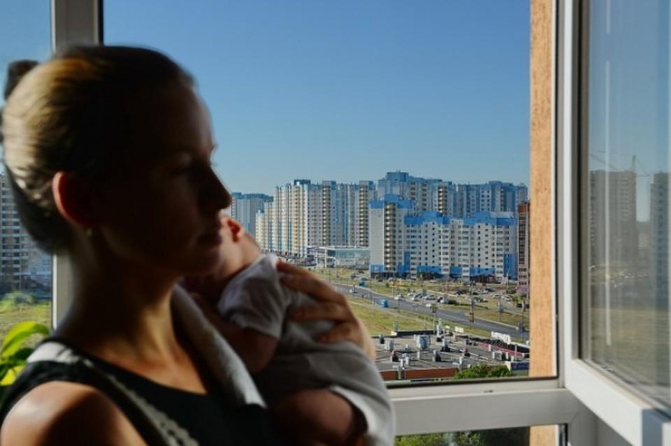 ВВоронеже 2-летний ребенок выпал изокна 6 этажа ивыжил