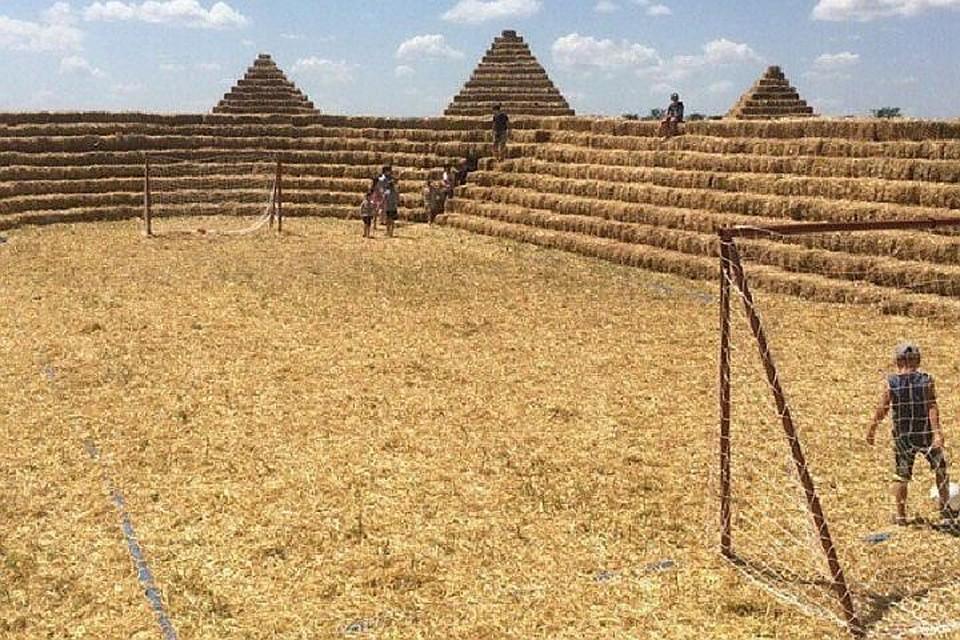 Построивший стадион изсоломы ставропольский фермер получил посылку отклуба «Зенит»