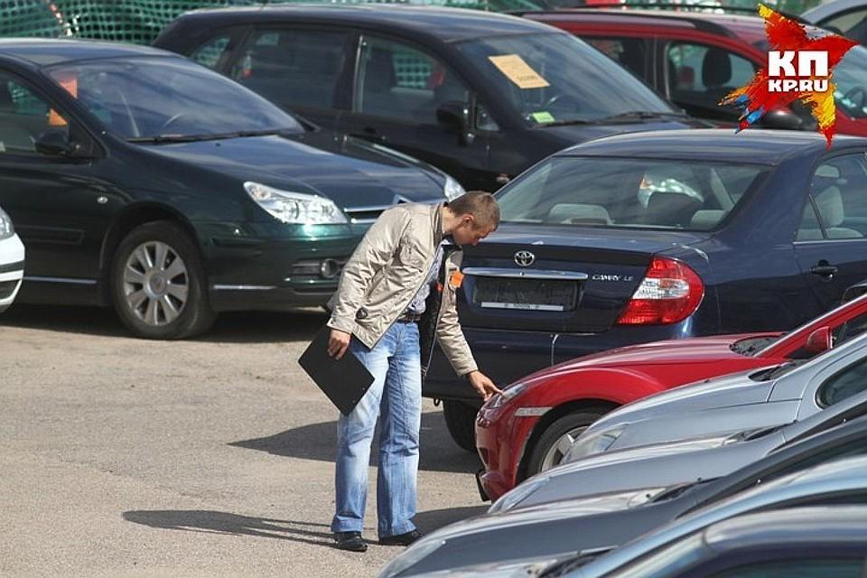 Жители России чаще покупают вкредит автомобили Кия, Лада и БМВ