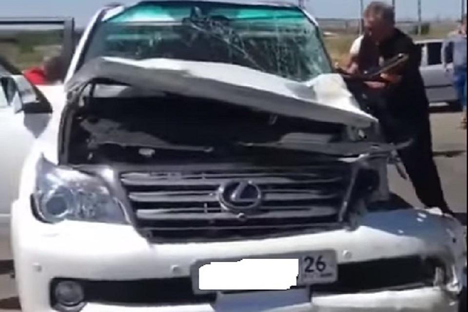 Депутат Думы столкнул трактор с Лексус наСтаврополье