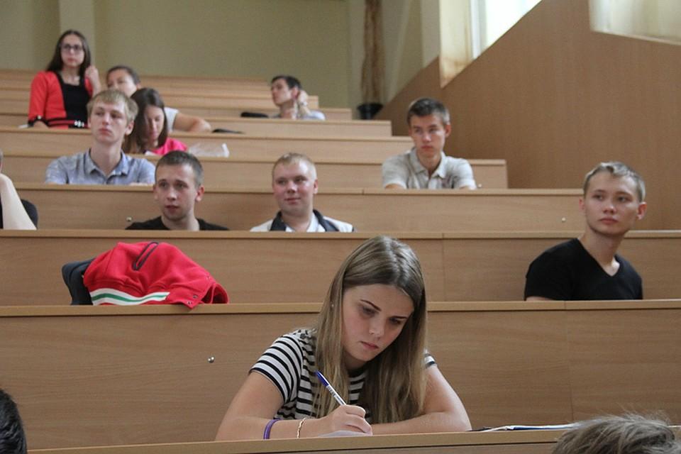 Рособрнадзор лишил лицензии три столичных университета