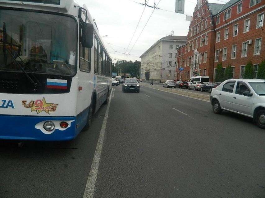 ВКалининграде девятилетняя девочка получила травмы при падении втроллейбусе