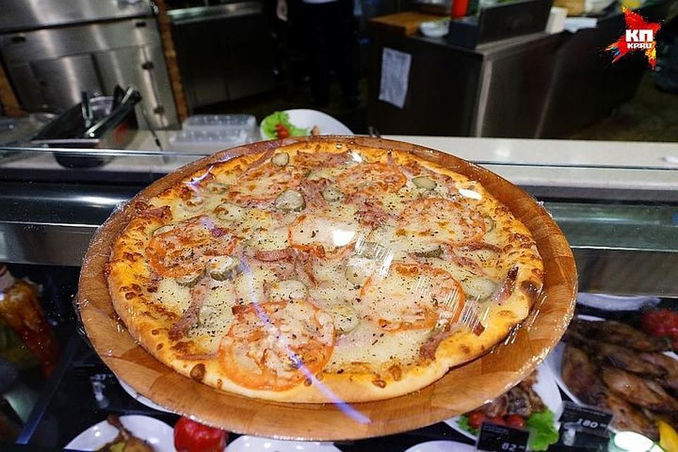 Напроспекте Большевиков вооруженный уголовник отобрал укурьера пиццу