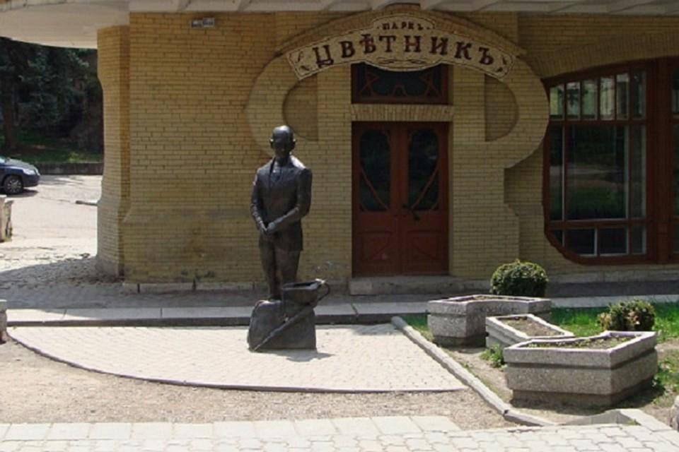 Вандалы повредили бронзовую скульптуру Кисы Воробьянинова вПятигорске