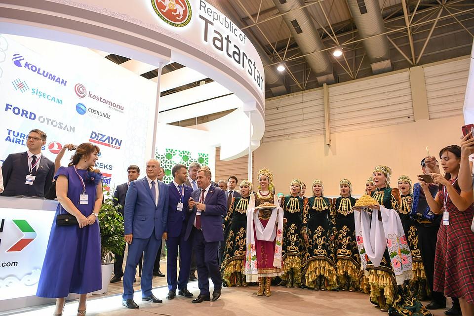 Рустам Минниханов отправился вТурцию для участия вмеждународной выставке