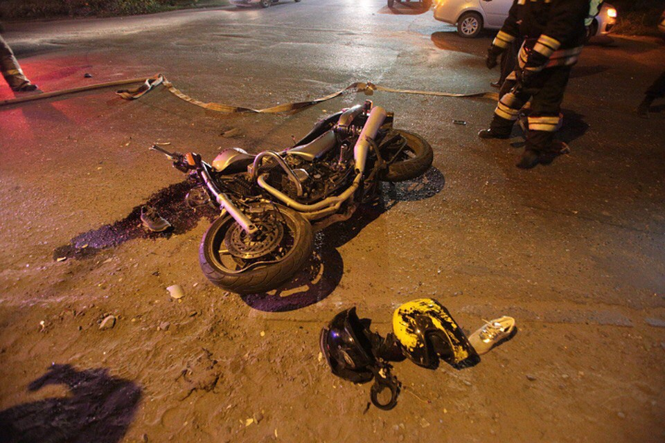 Ночное ДТП спогоней вБарнауле закончилось смертью мотоциклиста