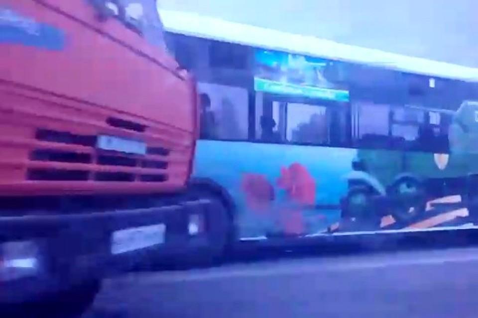 КамАЗ ирейсовый автобус столкнулись вНовокузнецке: есть пострадавшие