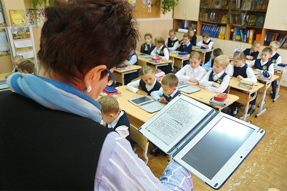 Учащимся Свердловской области вместо тетрадок иучебников выдали планшеты