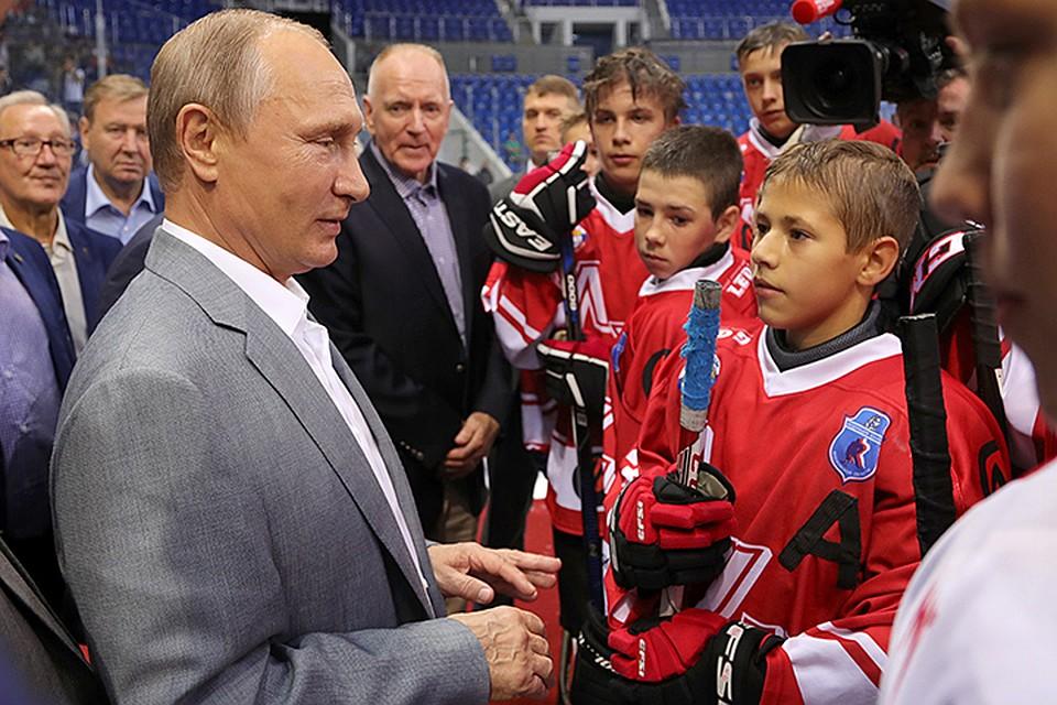 Владимир Путин встретился встретился схоккеистами— участниками суперсерии СССР— Канада 1972г.