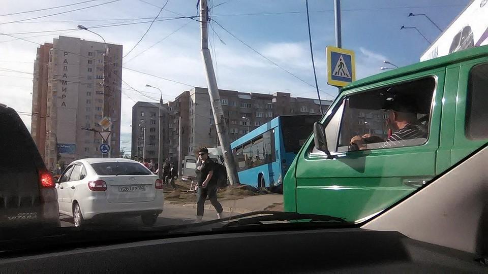 Шофёр  вСамаре уснул  зарулем автобуса иврезался встолб