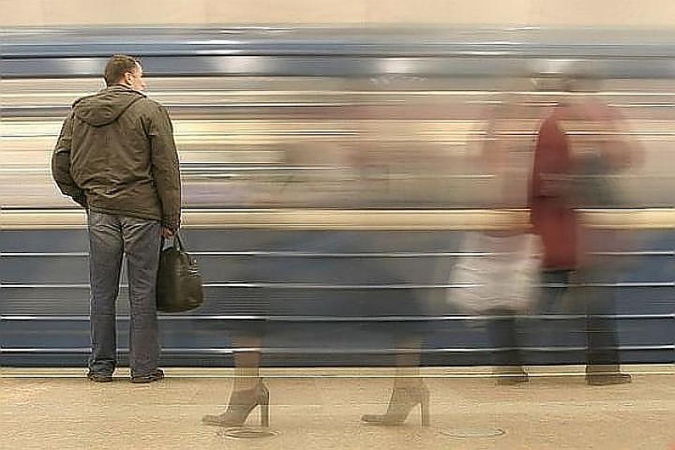 ВПетербурге осужден мигрант, столкнувший приятеля под поезд вметро