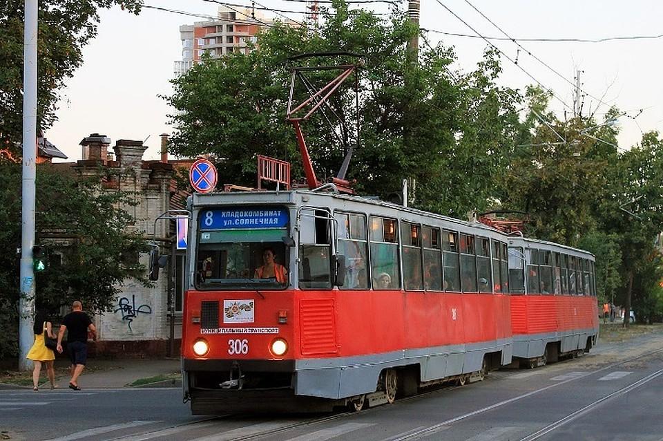 ВКраснодаре женщина оступилась наобочине и угодила под трамвай