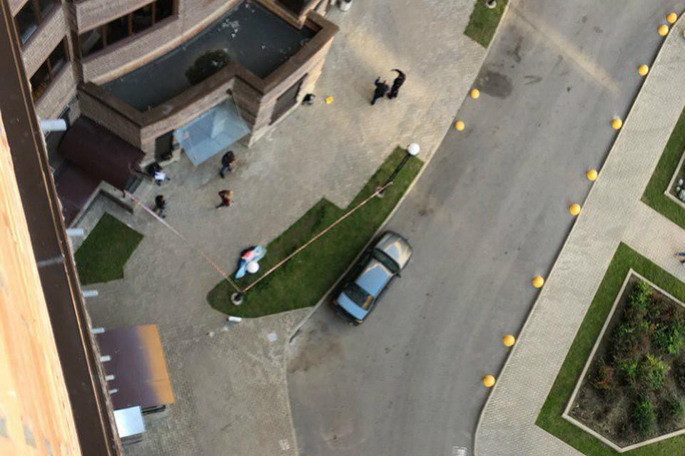 НаБутлерова разбилась школьница, упавшая с13-го этажа