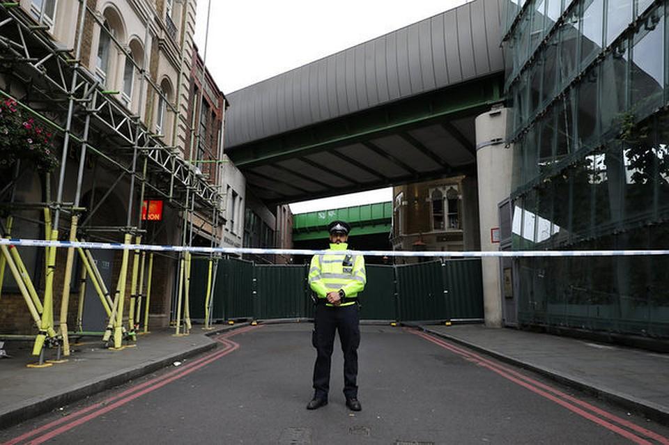 Милиция эвакуировала пассажиров состанции английского метро