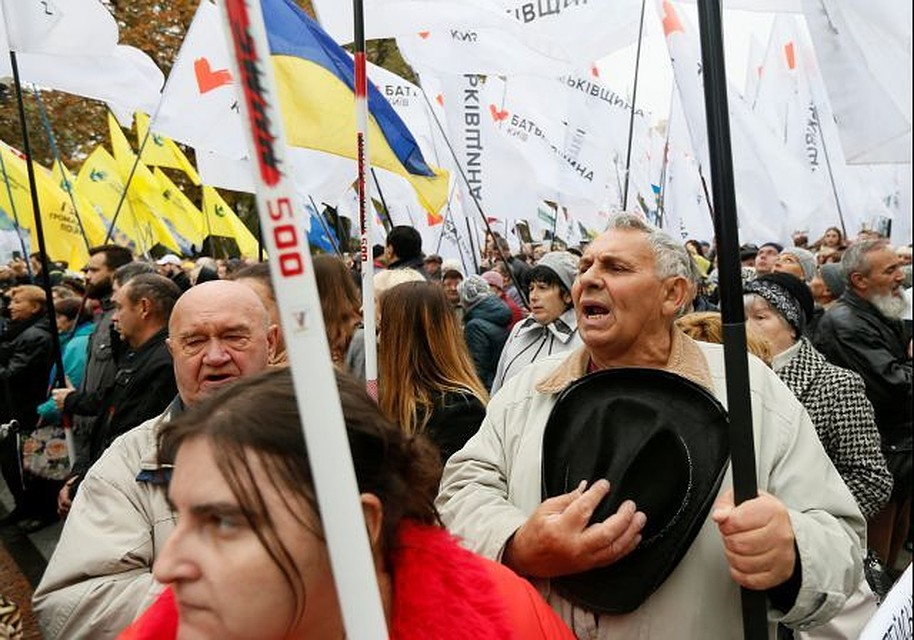 Вцентре украинской столицы сотни людей собрались наакцию протеста
