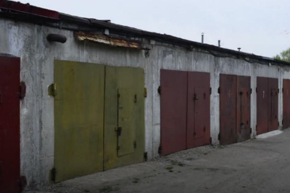 Двое молодых людей отравились угарным газом вгараже вЧунском районе