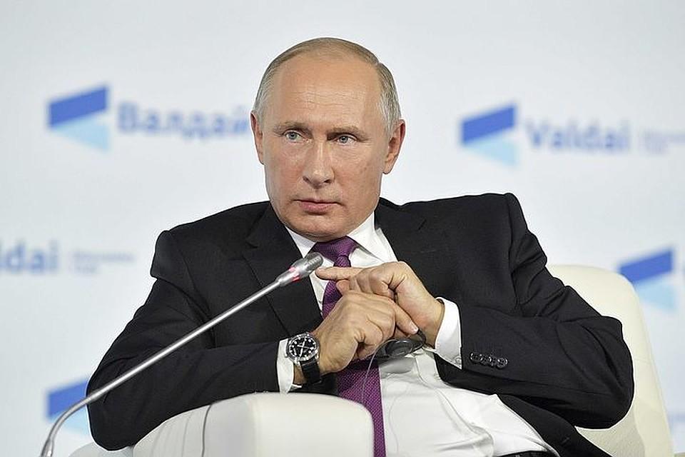 Количество НКО, признанных иноагентами, уменьшилось вдвое, объявил Путин