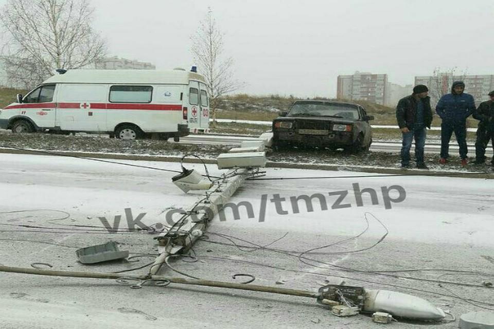 ВБашкирии шофёр ВАЗ-2107 снес столб скречетом