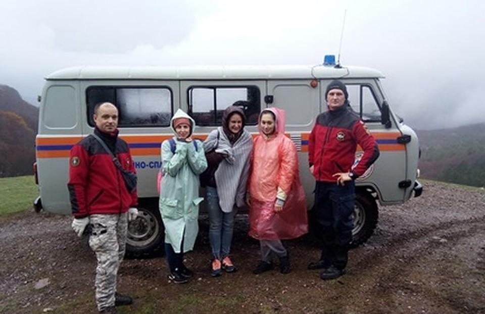 Крымские cотрудники экстренных служб вывели изгорно-лесной территории семерых туристов