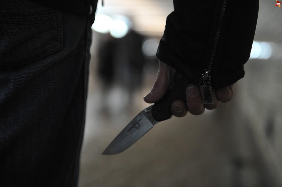 ВОмске банда преступников безжалостно избила иранила ножом сторожа