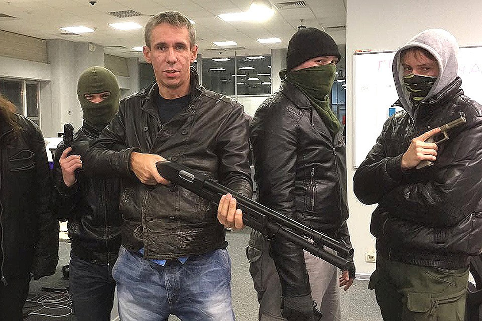 Алексей Панин сделал вызов блогеру Поперечному наVersus