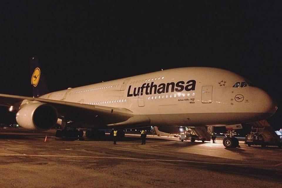 Крупнейший вмире самолёт экстренно сел вНовосибирске