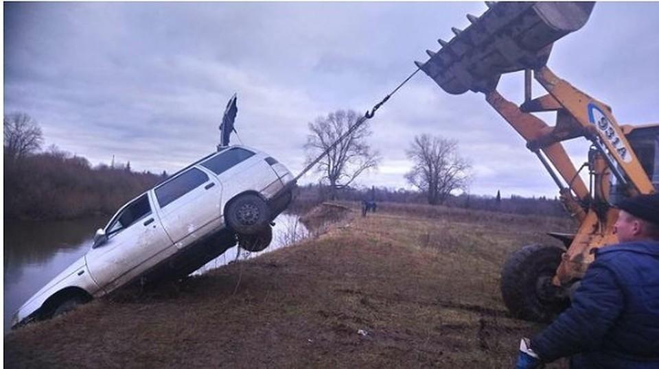 ВТатарстане «Лада» срыбаками упала вреку, три человека погибли
